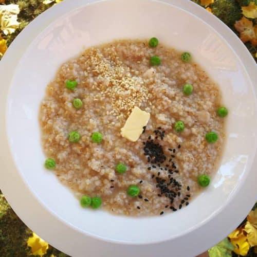 Miežinių kruopų košė su sviestu ir žirneliais receptas pusryčiai