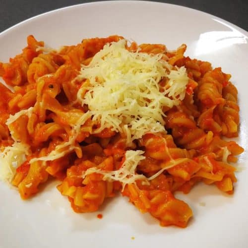 Viso grūdo makaronai su daržovių padažu receptas vakarienės