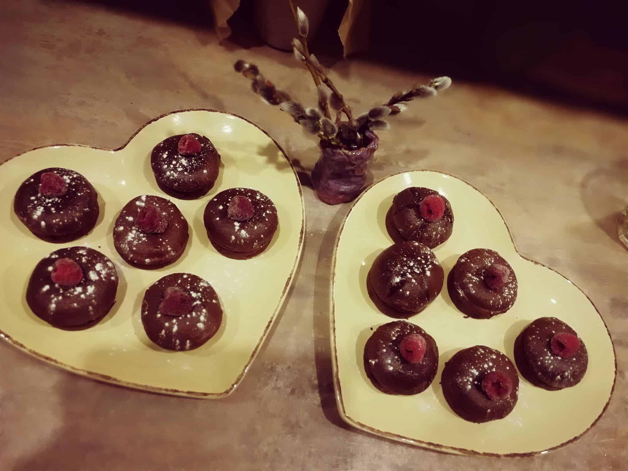 šokoladiniai keksiukai desertas